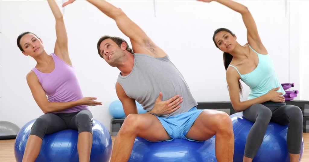 365108025-pelota-para-gimnasia-pilates-yoga-estirarse